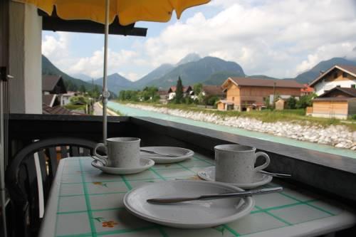 fewo3-kaffezeit-balkon_2739-500px